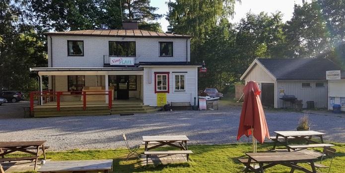 Fika på Ninas Café i Svärtinge